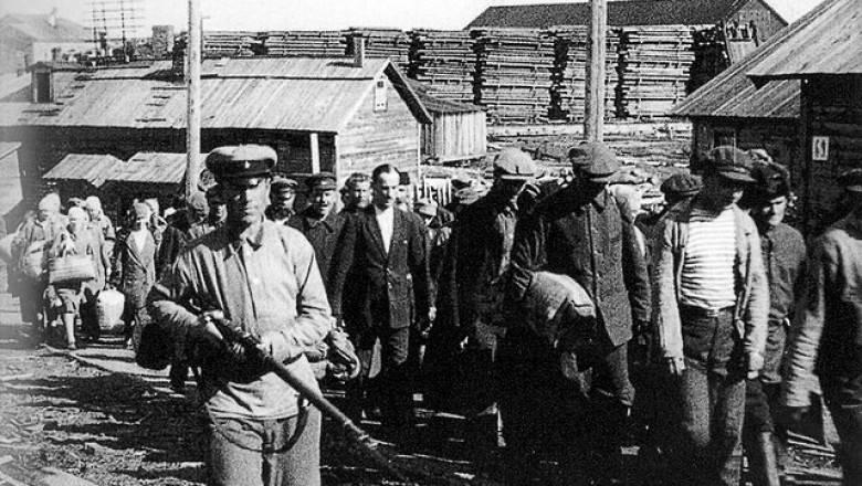 """Московский суд признал право директора ФСБ называть массовые расстрелы в 1930-х годах """"перегибами на местах"""""""