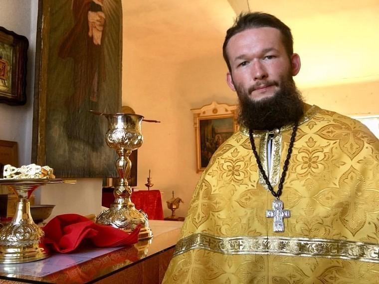 Сибирский священник попросил прихожан скинуться ему на машину