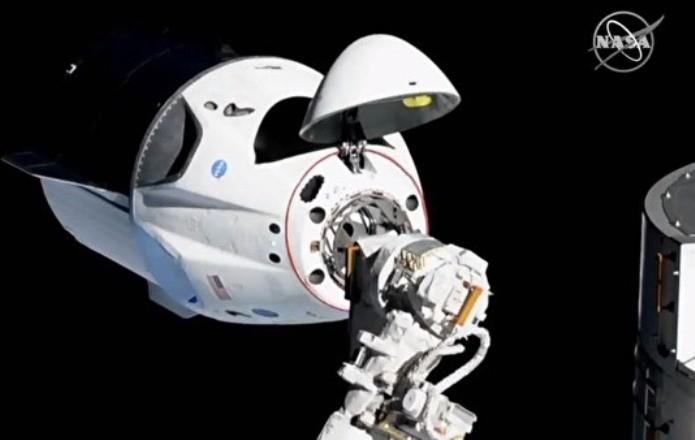 Космический корабль SpaceX пристыковался к МКС