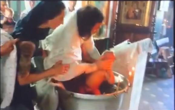 В Гатчине младенец получил травмы при крещении. Мать обратилась в полицию