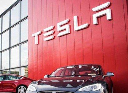 У электромобилей Tesla обнаружены серьезные проблемы с памятью