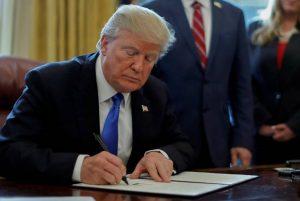 За агрессию придется отвечать: Трамп подписал указ о санкциях против Турции