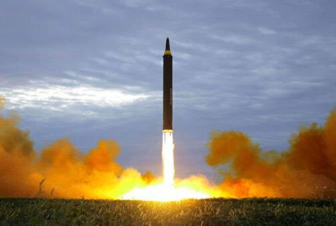 Минобороны Японии: ракета КНДР достигла высоты 900 км и могла разделиться на две части