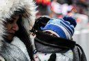 Жительница Москвы рассказала, что полицейский угрожал ей лишением родительских прав из-за прогулки ребенка без шапки
