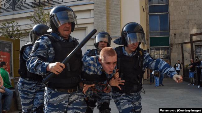 Российские полицейские трое суток избивали очевидца убийства