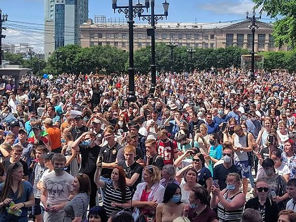 В Хабаровске митингующие в поддержку Фургала вновь окружили здание правительства