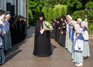 Настоятельницу столичного монастыря обязали продать Mercedes, купленный за ₽10 млн