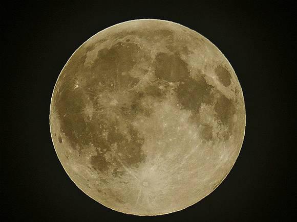 Ученые узнали, когда на самом деле «родилась» Луна