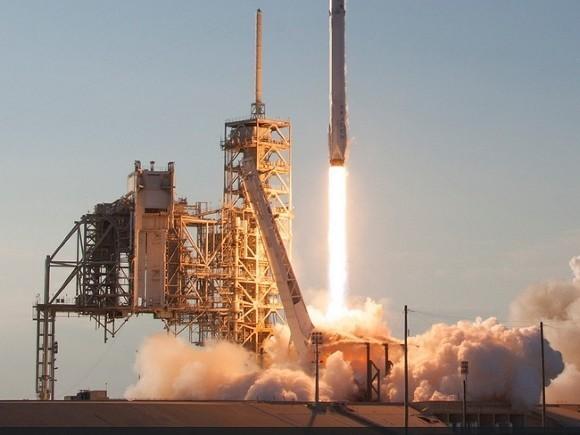 SpaceX запустила ракету со спутником GPS третьего поколения