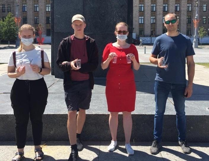 Жительницу Воронежа вызвали в отдел полиции из-за фото с пластиковыми стаканчиками