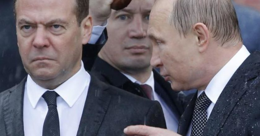 Путин дал Медведеву еще один орден