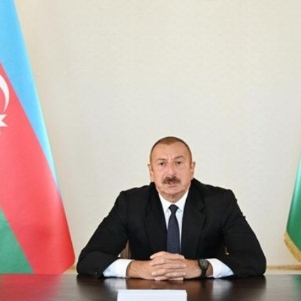 Азербайджан ввел военное положение и комендантский час