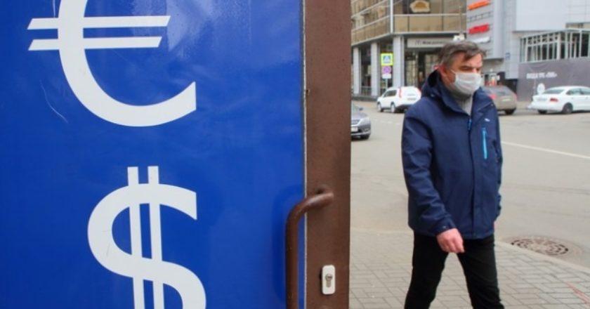 Курс евро впервые за четыре года подскочил выше 90 рублей
