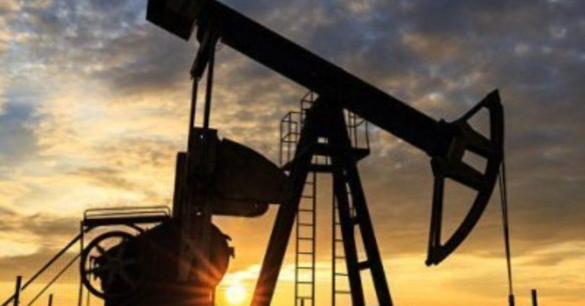 Мировые цены на нефть продолжают снижаться из-за коронавируса