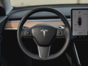 В США начали официальную проверку безопасности около 765000 автомобилей Tesla
