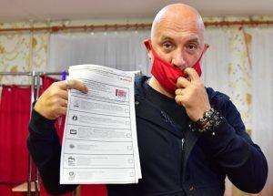 Прилепин откажется от депутатского мандата