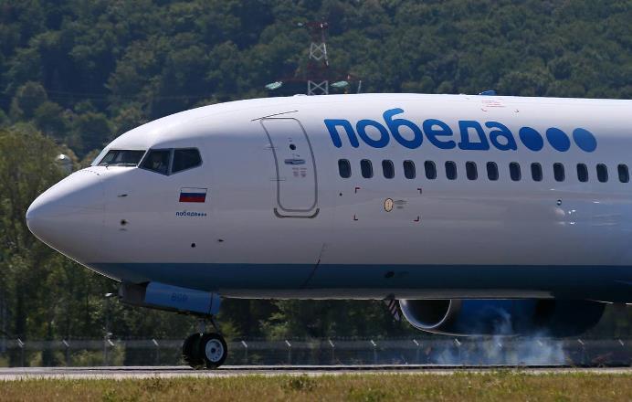 Самолет авиакомпании «Победа» столкнулся с заправщиком в аэропорту Астрахани