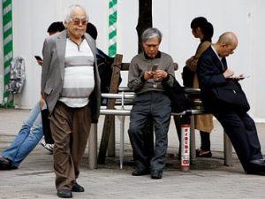 Стареющим японцам решили платить за досрочный выход на пенсию