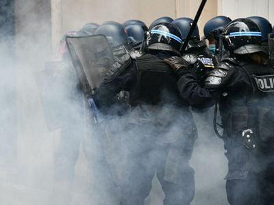На протестах в Ницце полиция применила слезоточивый газ