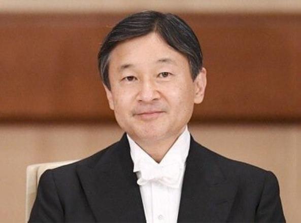 Император Японии распустил нижнюю палату парламента