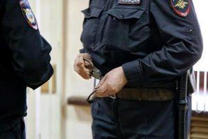 Россиянин во время суда позвал замуж избившую его топором пенсионерку