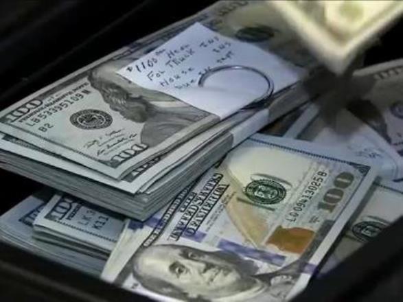 Подросток из Либерии стал национальным героем после того, как нашел 50 000 долларов и вернул их